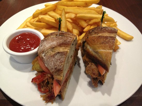 "Sheraton Vancouver Guildford Hotel: ""AAA"" New York Steak Sandwich"