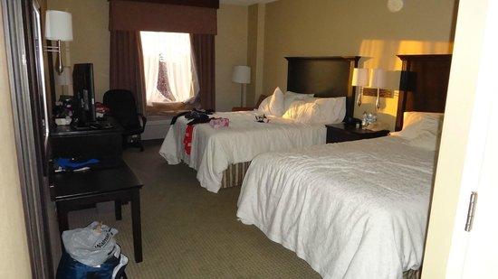 Hampton Suites Laval Quebec: room size