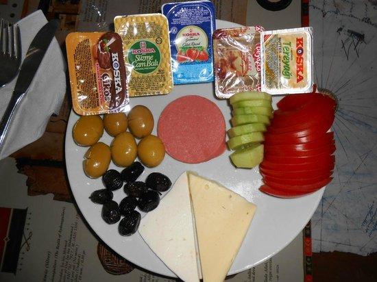 Hotel Stella: Our individual Turkish breakfast.