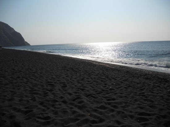 Perissa Beach : Beautiful beach
