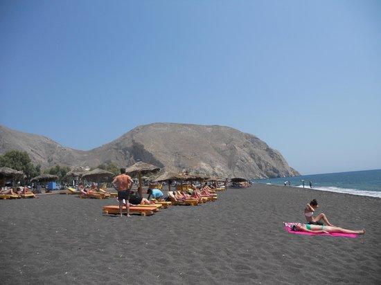 Perissa Beach : Beautiful beach