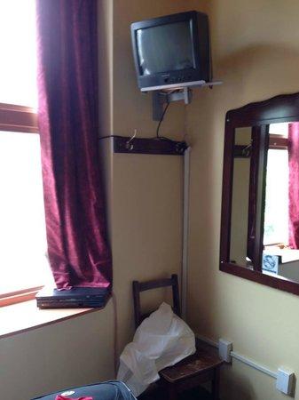 Hotel Champ-de-Mars: La tele es del siglo pasado