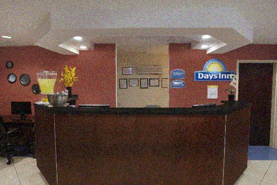 Days Inn Darien: front desk