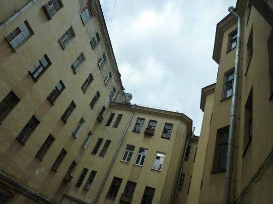 Art-Hotel Mokhovaya : кусочек неба из окна)