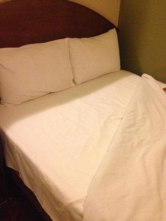 Suites Larco 656: cama