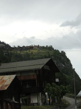 Hotel Mittaghorn: View up to Murren