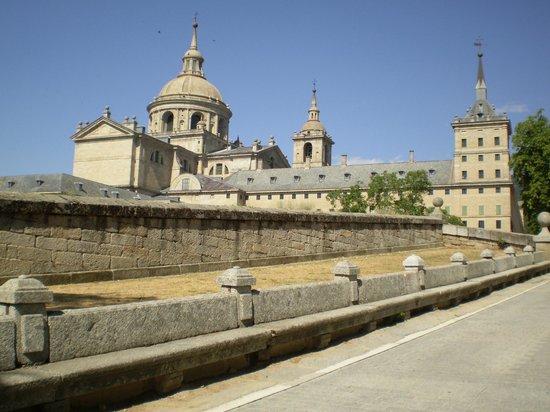 Los Lanceros Hotel : Vista del Monasterio a 300 metros del Hotel