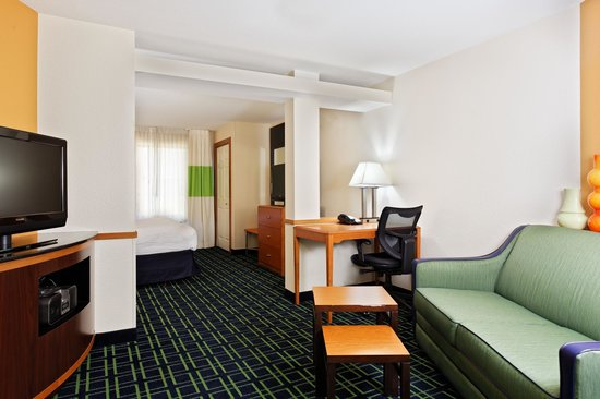 Fairfield Inn and Suites Austin North / Parmer Lane: King Suite