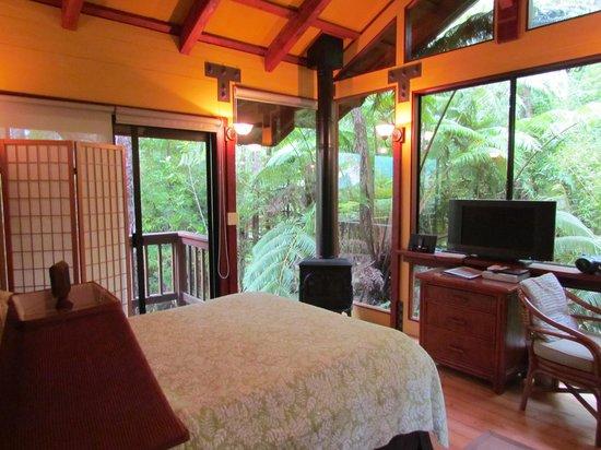 Volcano Village Lodge : guest room