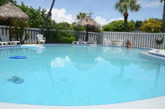 Mitchell's Sandcastles: pool