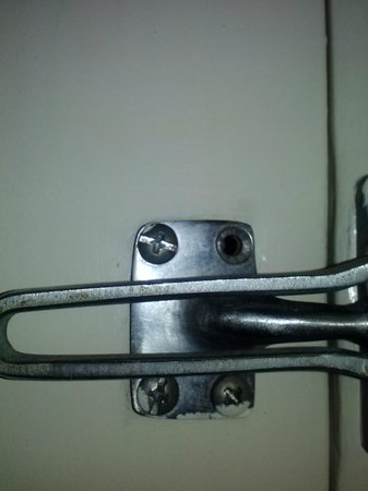 La Quinta Inn & Suites Oceanfront Daytona Beach: screws missing from dead bolt lock