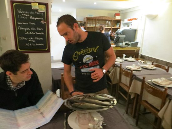 Le Bonaparte : presentation of the fresh fish choices of the day