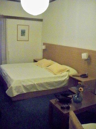 Hotel Dioscouri: room3