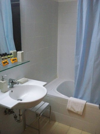 Hotel Dioscouri: bathroom1