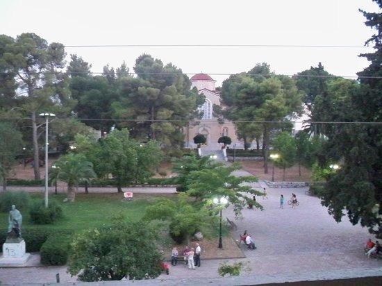 Hotel Dioscouri: opposite park