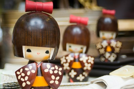 Kong Lung Trading : Some of the many Kokeshi Dolls