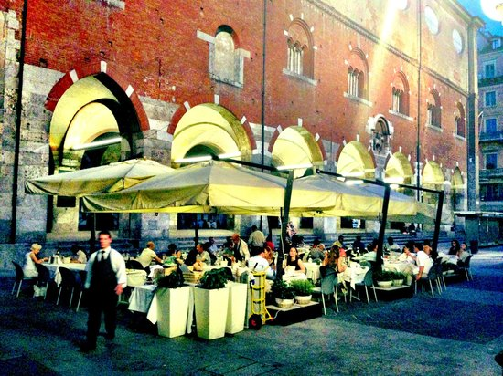 Al mercante : Serene spot just off Piazza Doumo