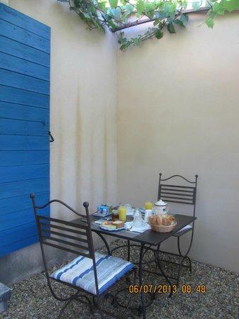 Le Clos des Lavandes: colazione in veranda