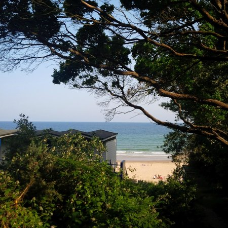 Pinewood Lodge: 5min walk to the beach