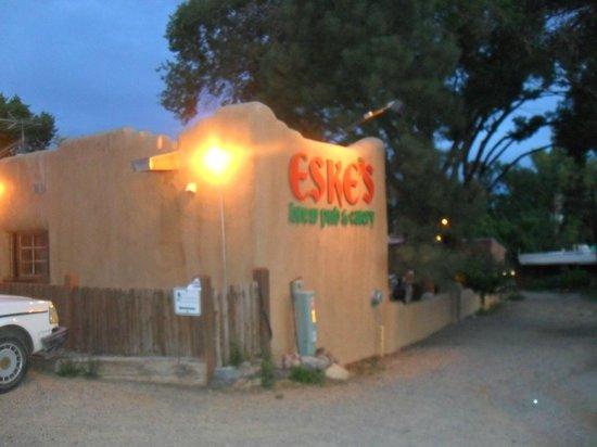 Eske's Brew Pub: Exterior