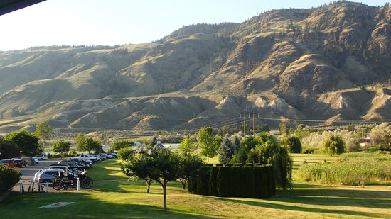 South Thompson Inn & Conference Center: The hills behind the hotel