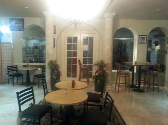 Marco Polo Bistro & Lounge: nice place for a relaxing dinner