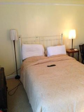"""Hudson House Inn: """"vintage"""" bed with lumpy uncomfortable mattress"""