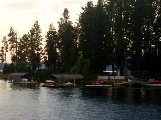 Hampton Inn & Suites Coeur d'Alene : The Spokane River is just steps away (back side of the Le Peep Cafe).