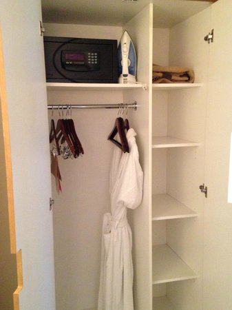 The James Chicago-Magnificent Mile: Small Closet