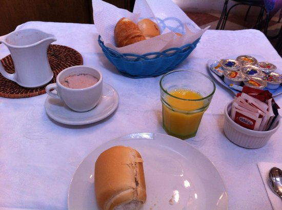 Residenza degli Angeli: Breakfast w/hot chocolate made from scratch