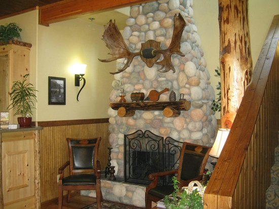 Exit Glacier Lodge: entry area at lodge