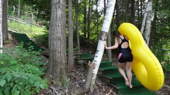 Mont Saint-Sauveur Parc Aquatique: climbing steps with tube up to tandem