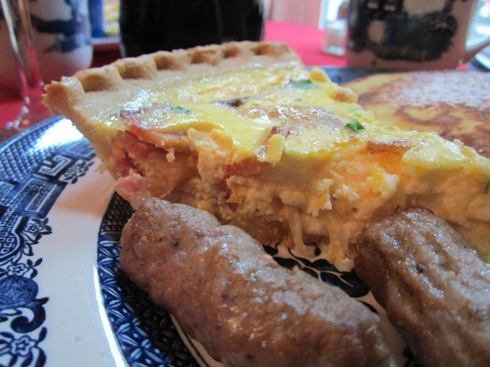 Red Elephant Inn Bed & Breakfast: Breakfast Quiche