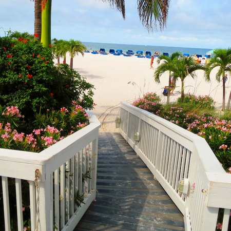 Grand Plaza Beachfront Resort Hotel & Conference Center: Ramp to the Gulf of Mexico and back to Grand Plaza, depends on which way you are going!