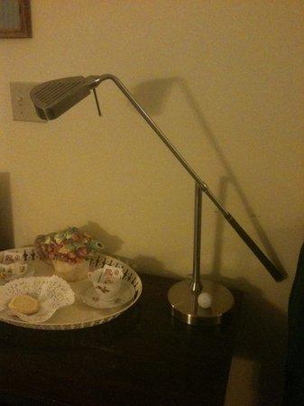 Georgetown Inn: Golf table lamp