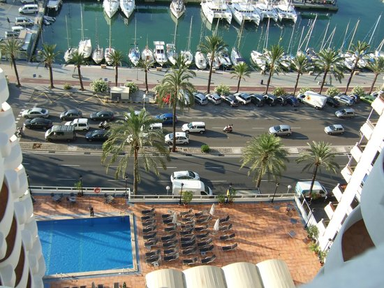 Hotel Palma Bellver Managed By Melia: Looking down to the hotel pool from our room
