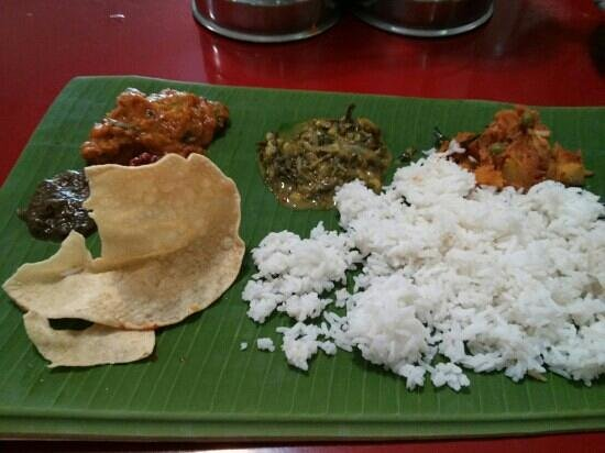 Sri Ananda Bahwan: Banana leaf set meal