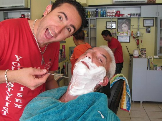 Candan Club Hotel: Andy getting a shave by Curly in hotel hairdressers