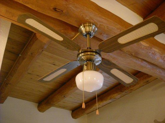 Residenza Crisaripa : Il ventilatore della stanza