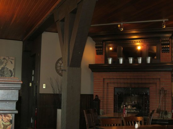 Jackson's Hole & Grill: Interior view