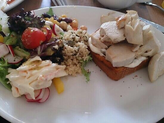 Wilf's Cafe: hot chicken salad