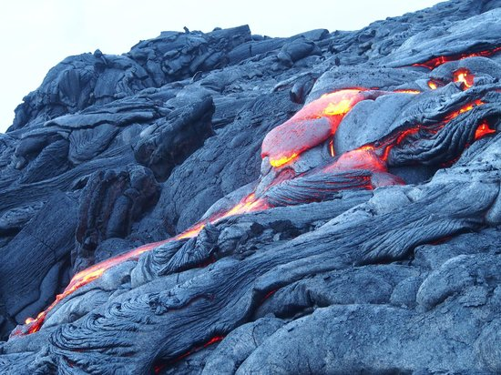 Kalapana Cultural Tours: More flowing lava 10 metres away from us