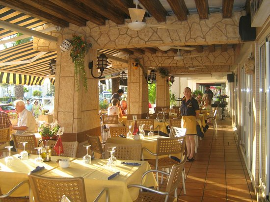 Pizzeria Restaurante Di Mare: Terraza interior