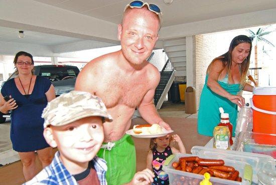 Horizon Motor Inn : Wacky Weenie Wednsdays