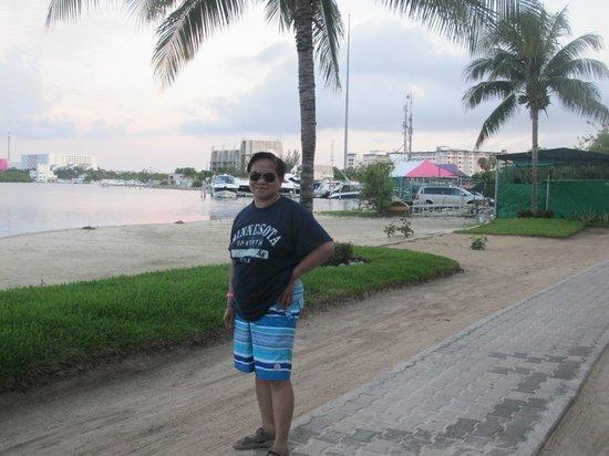 Sunset Marina Resort & Yacht Club: walk in the morning