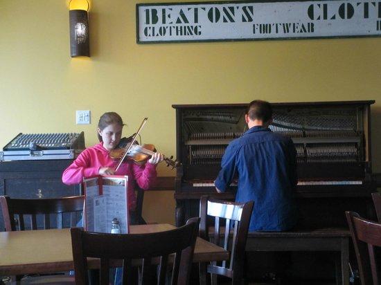 Red Shoe Pub: local talent