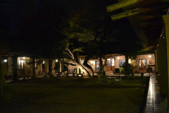 Molino la Tebaida : Jardin , Galeria y acceso a comedor