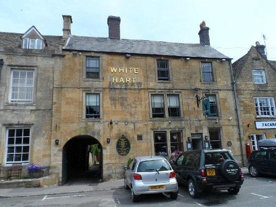 The White Hart Stow : The front facade of The White Hart in Stow on the Wold