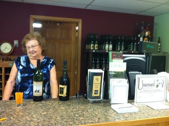 Oak Knoll Winery: friendly owner