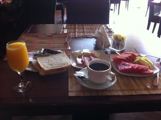 Rincon del Valle Hotel & Suites: El desayuno